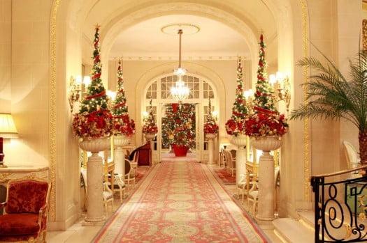 2010-12-london-ritz-hotel-magical-christmas-eve-lobby-decoration-525x349